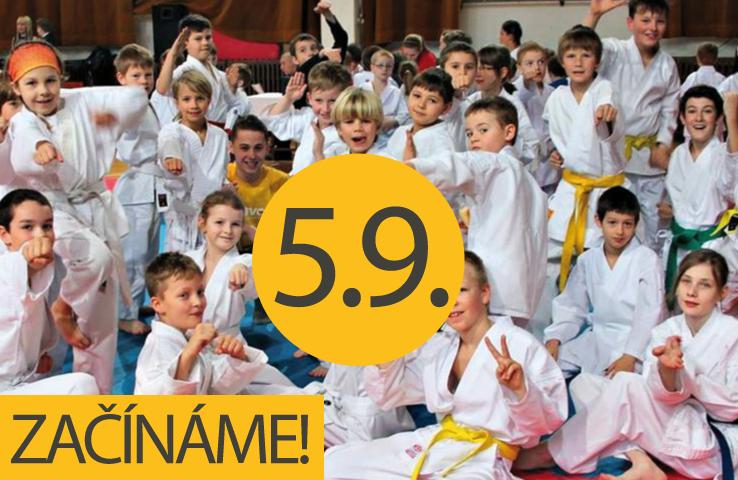 Skupinová fotografie karateků
